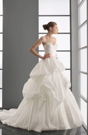 vestido de novia con forma de corazon de aire barcelona