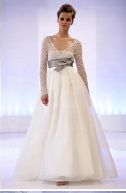 vestido de novia con cinturón en gris de cymbeline