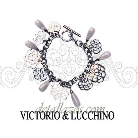 Pulsera elegante de Victorio y Lucchino detalle de cumpleaños