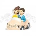 Figura novios en coche