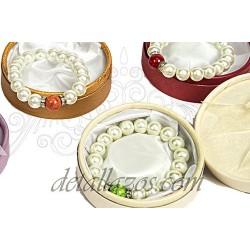Pulsera de perlas con caja