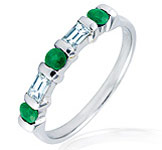 anillos de compromisos y alianzas con Esmeraldas