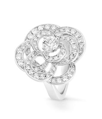 anillos de compromisos de Chanel con diamantes