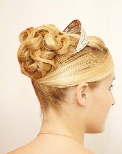 peinados de novias con coronas