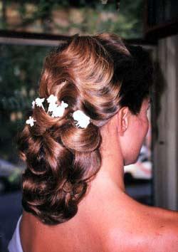 peinados bajos con ondas para novias