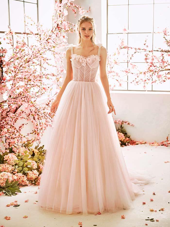 Vestido de Novia con escote corazón de La Sposa 2020