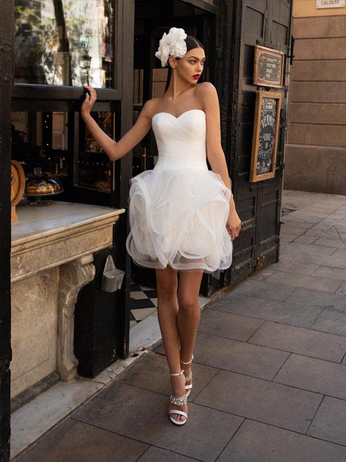 Vestido de Novia con escote corazón de Pronovias 2020