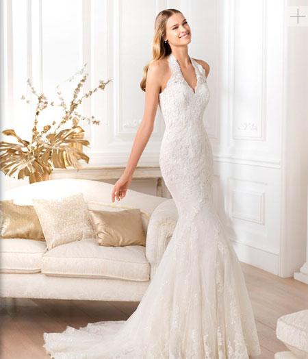 Vestidos de novia pegados con cola larga
