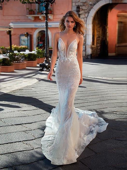 Vestido de Novia con escote en v de Nicole Milano 2021